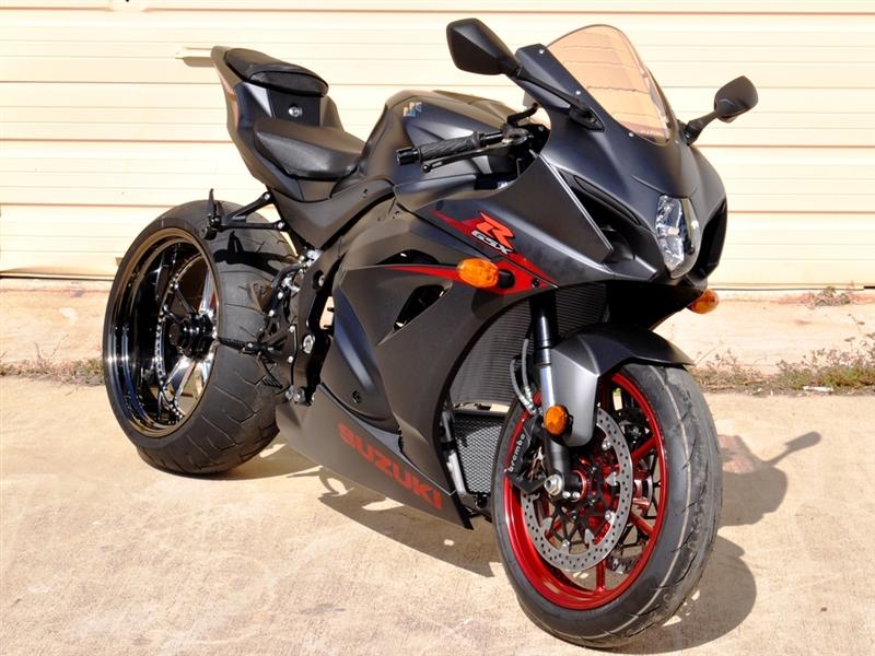 Is The Yamaha R A Single Sided Swingarm